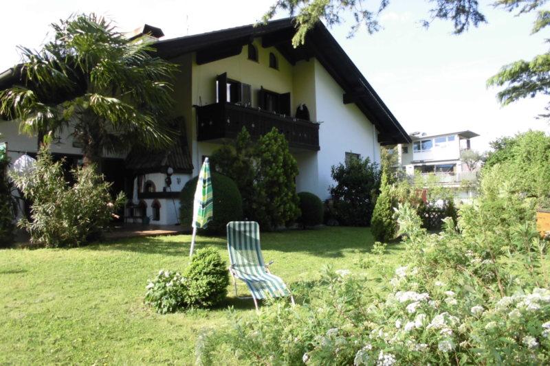 Geräumiges Haus auch für 2 Familie Generationen Haus