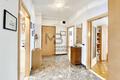 Korridor mit Garderobe - corridoio con guardaroba